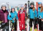 Schlerinnen-SkiHotelfachschule-mit-Nici-Schmidhofer.jpg